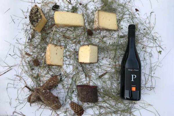Cesto per l'aperitivo con formaggio, salumi e vino con prodotti biologici del Bio Agritur Ciasa dò Parè